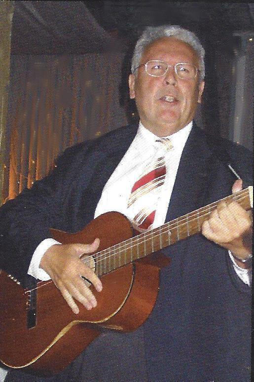 Heinz Schiller mit Gitarre